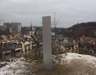 Загадочный «монолит» появился на Замковой горе в Киеве