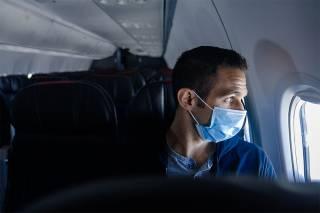 Популярный лоукостер обещает высаживать пассажиров, которые откажутся носить маску во время полета