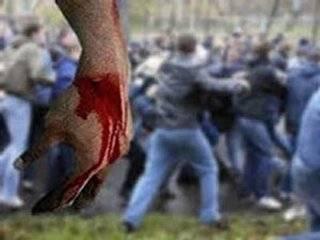 На Киевщине десять парней избили полицейских, остановивших пьяного односельчанина