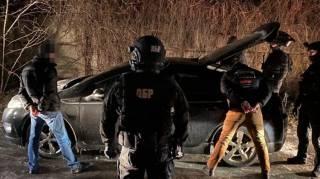 В Киеве полицейские держали в гараже мужчину, требуя от него взятку
