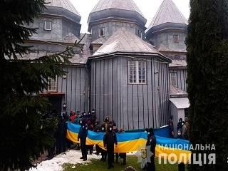 На Буковине после штурма храма УПЦ активистами ПЦУ полиция открыла три уголовных дела