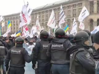 На Майдане гремят взрывы. Съезжаются кареты «скорых»