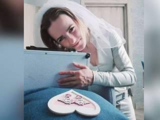 В России воспитательница детсада вышла замуж за... чемодан