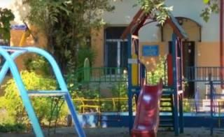 В одесском детсаду ребенок получил тяжелую травму головы, оставшись без присмотра воспитателя