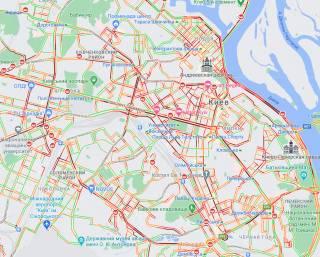 Снег парализовал движение почти во всем Киеве