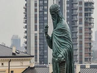 В cтолице Сербии установили 23-метровый памятник святому покровителю страны