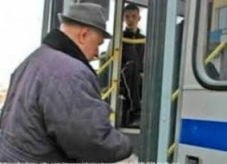 В Харькове пенсионера, который не мог сидеть по состоянию здоровья, пытались выбросить из маршрутки