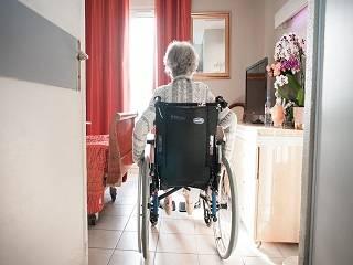Священник УПЦ рассказал, грешно ли отправлять пожилого родственника в «дом престарелых»
