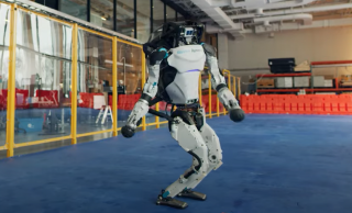 Американцы научили своих роботов танцевать