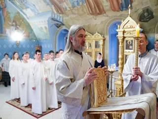 Епископ УПЦ объяснил, когда человек получает дар Святого Духа в Церкви