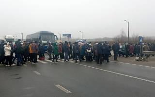 Сотни жителей Полтавщины перекрыли трассу Киев-Харьков, требуя снижения тарифов