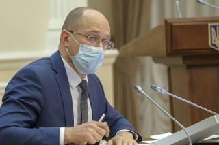 Премьер Шмыгаль отреагировал на информацию о тайной вакцинации чиновников в Украине