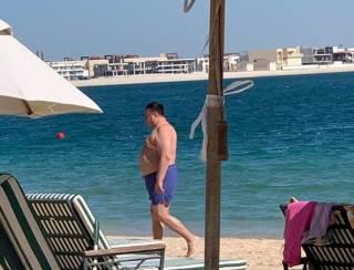 Одиозного главу КСУ Тупицкого засняли на отдыхе в Дубае