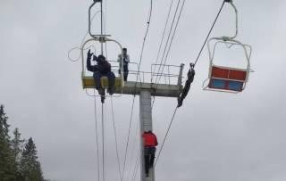 В Карпатах на горнолыжном курорте сломался подъемник с людьми