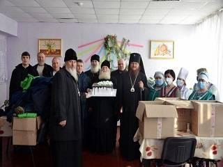 В епархиях УПЦ передали Рождественские подарки врачам, пациентам больниц и нуждающимся