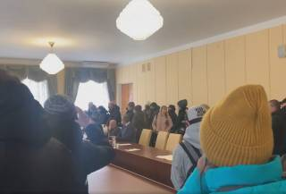 Участники «тарифного майдана» ворвались в здание Житомирского облсовета