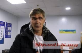 В суровом Николаеве полицейские избили бывшего нардепа. Они утверждают, что он сам упал