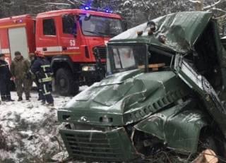 На Львовщине перевернулся грузовик с тремя десятками военнослужащих