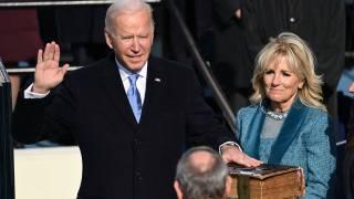 Джо Байден официально стал 46-м президентом США в ходе самой необычной в истории инаугурации