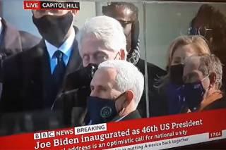 Билл Клинтон стоя уснул на инаугурации Байдена