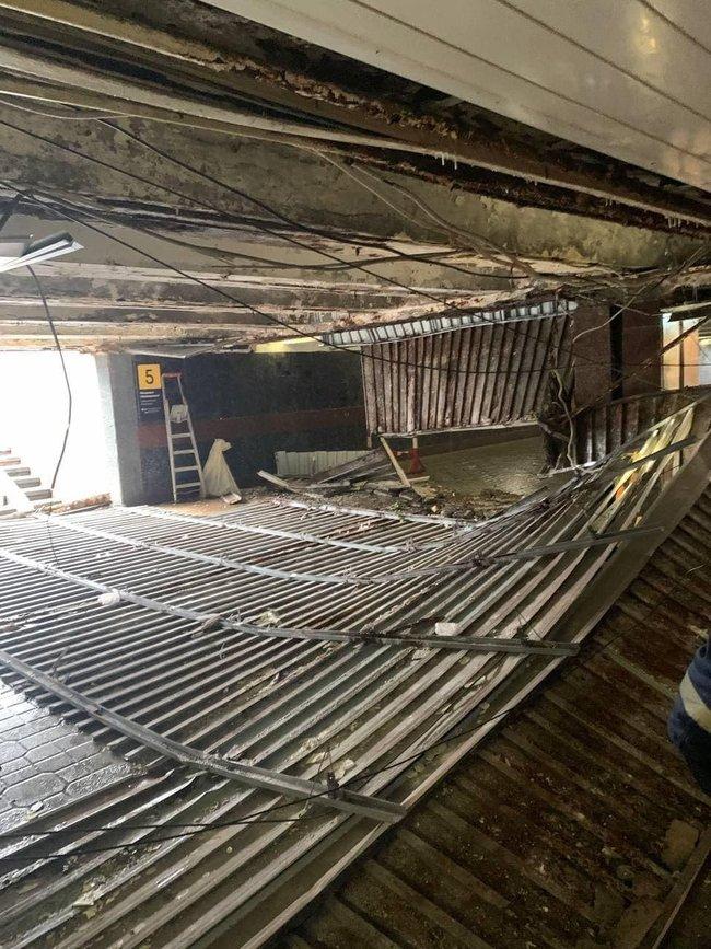 Обвалившийся потолок в подземном переходе на Майдане Незалежности