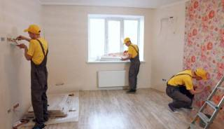 Сколько стоит работа мастеров по ремонту: 7 факторов, которые влияют на смету
