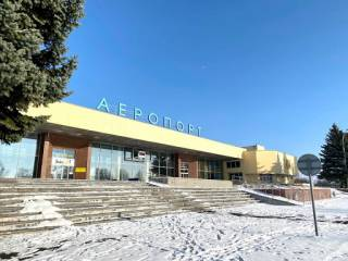 Снегопады парализовали работу двух аэропортов в Украине