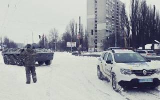 На улицы Киева вышли БТРы