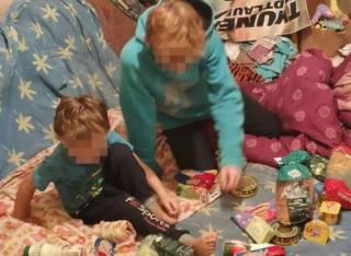 Во Львове голодные дети вызвали полицию, пока их родители где-то выпивали