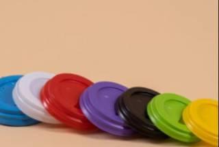 Какие бывают крышки для бумажных кофейных стаканов?