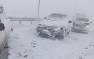 В аннексированном Крыму в масштабном ДТП столкнулись более 30 автомобилей