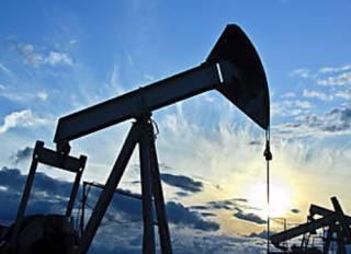 Нефть начала неделю уверенным ростом