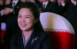 Появились фотографии жены Ким Чен Ына, которую не видели очень давно
