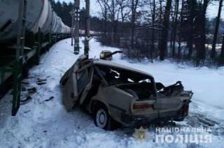В Киеве автомобиль-нарушитель влетел под поезд
