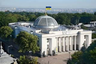 Виноваты Беркут и Янукович, а не Порошенко и Парубий. Что депутаты решили по годовщине Майдана
