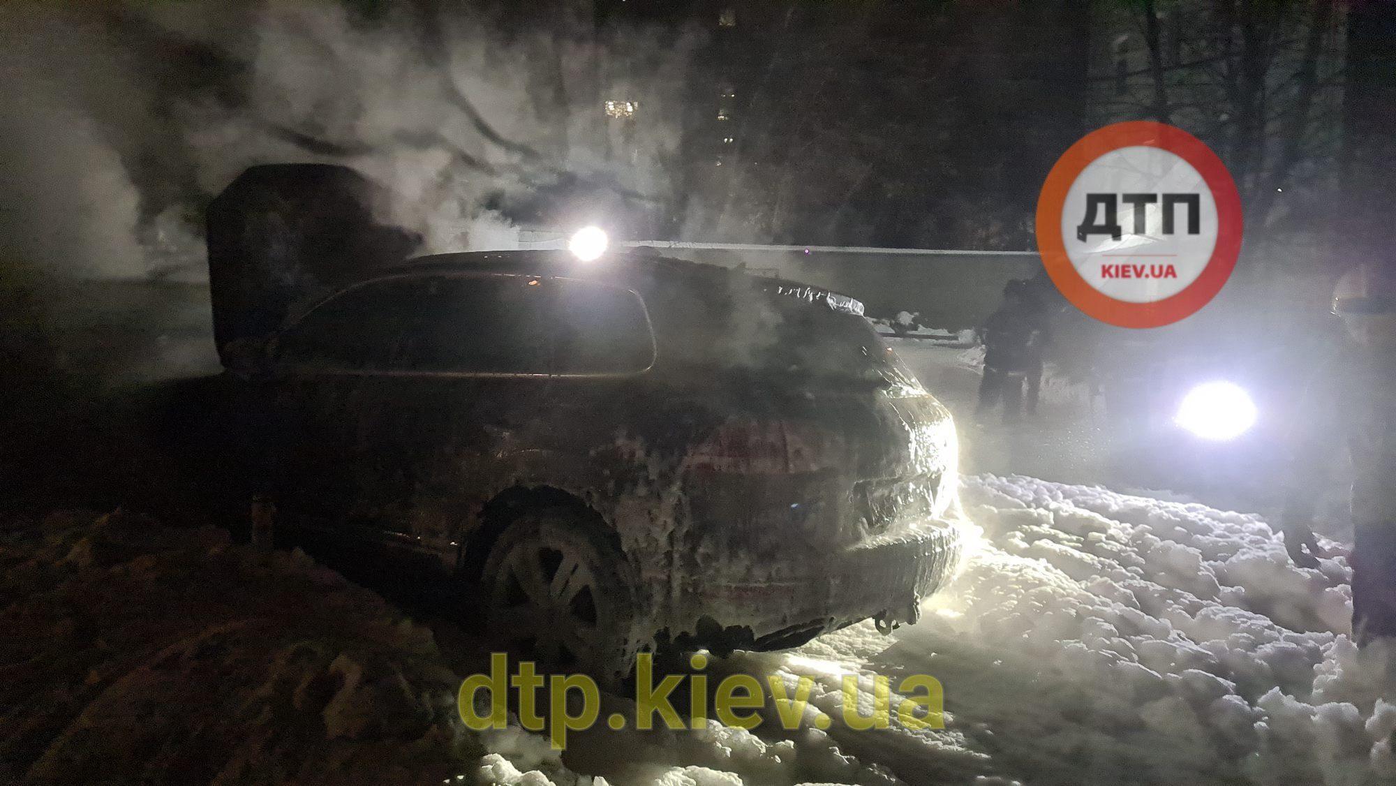 Потушенный Volkswagen Touareg Владислава Антонова в Киеве