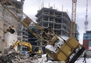 В центральном районе Киева упал строительный кран