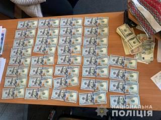 В Прилуках мошенницы прямо посреди улицы «сняли порчу» с женщины на без малого 1 млн гривен