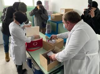 Стало известно, кому в Украине вкололи первую вакцину от COVID-19