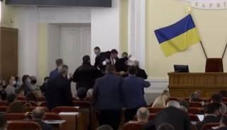 Появилось видео драки в Харьковском горсовете