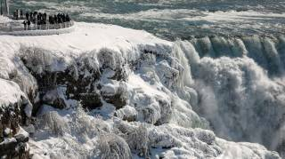Ниагарский водопад замерз из-за аномальных морозов в Северной Америке