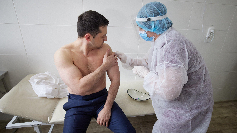 Президент Украины Владимир Зеленский привился вакциной от коронавируса
