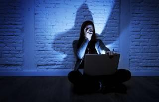 Кто сидит в «группах смерти», и что с ними делать: опыт практикующего психолога