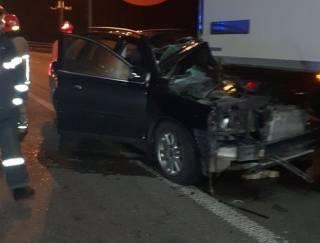 В Киеве забитый алкоголем внедорожник на полном ходу влетел в остановившийся на светофоре грузовик