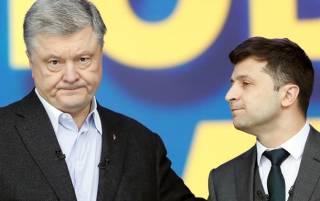 Зеленский своими руками сажает Порошенко в президентское кресло, — блогер
