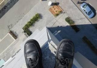 Одессит выпрыгнул с балкона 13-го этажа. Появилось видео прыжка (18+)