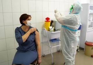 Вторую дозу вакцины от коронавируса украинцам придется ждать дольше, чем планировалось