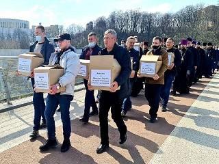 Верующие УПЦ призвали Президента остановить действие антицерковных законов