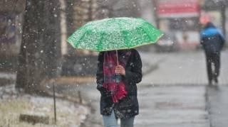 Погода портится: в Украине ожидаются дожди и мокрый снег