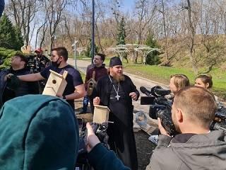 УПЦ к празднику Благовещения разместила скворечники в столичных парках